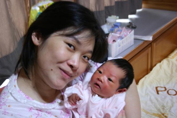 小蝴蝶跟媽咪.JPG