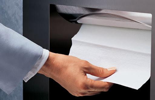 完廁後洗手後擦乾