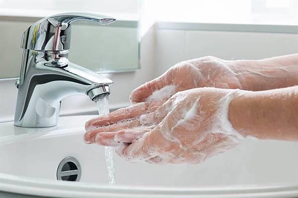 10. 掃墓後洗淨水、換衣