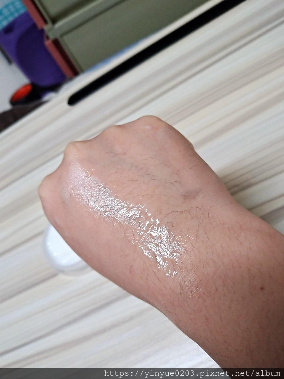 幼美肌超導逆時彈力水凝霜擦在手上