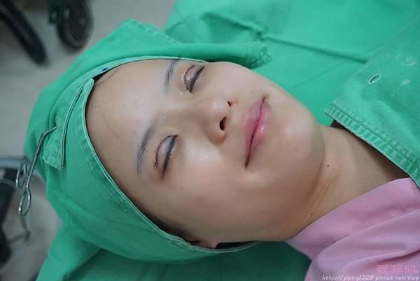 手術完成+術後冰敷+取出的物體_8647.jpg