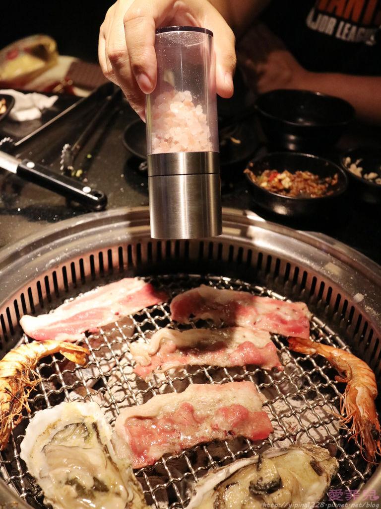 西門町瓦崎燒烤火鍋吃到飽