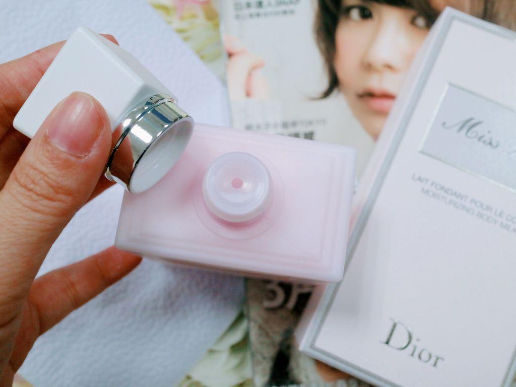 DIOR化妝包/DIOR頸鍊/DIOR身體乳/MISS DIOR 花漾迪奧芬芳潤膚乳
