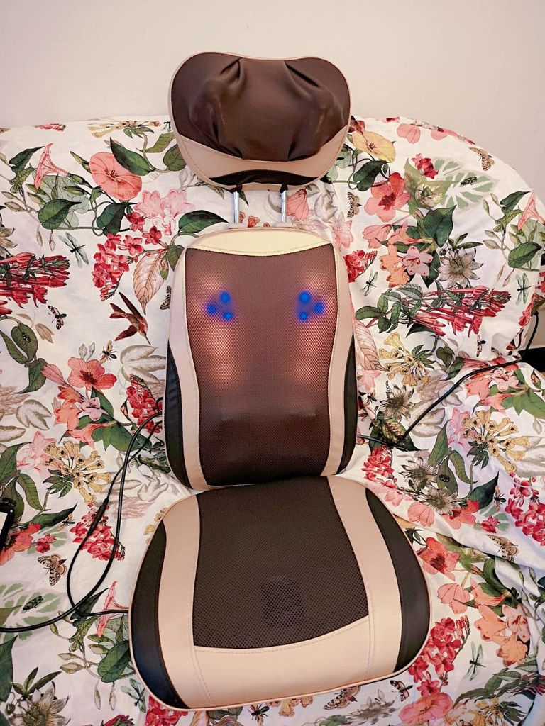 健身大師/按摩/按摩椅墊/按摩椅墊推薦/消除疲勞/背部按摩/踩背/刮痧/推拿/開箱按摩椅墊/送禮推薦 按摩椅墊