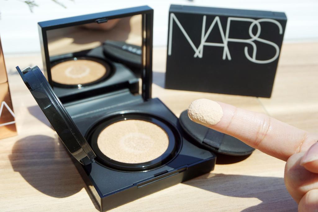 NARS裸光蜜粉餅 + NARS超持久亮顏氣墊粉餅