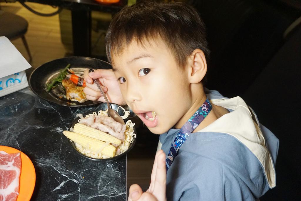 嗨蝦蝦火鍋吃到飽