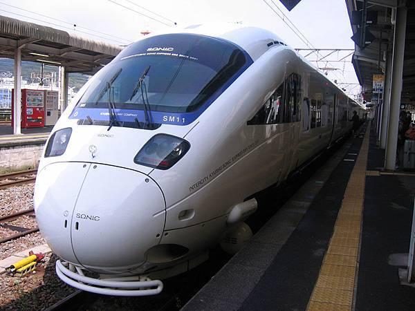 九州白帥帥特急列車-KAMOME(海鷗號)