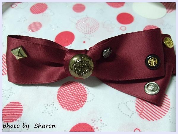 韓國甜感軍風皇家感特色鉚釘小扣造型不對稱緞帶蝴蝶結造型大髮夾-4.JPG