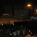 開演前約半小時的兩廳院廣場.JPG