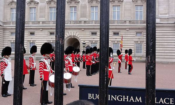 changing the guard 10.JPG