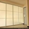 客廳-隔間鋁框門-純白噴砂-落地-精誠13街2.jpg