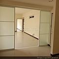 客廳-隔間鋁框門-純白噴砂-落地-精誠13街3.jpg