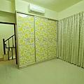 鋁框門玻璃+壁紙.jpg