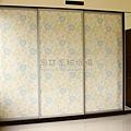 鋁框門玻璃+優雅藍花壁紙01.jpg