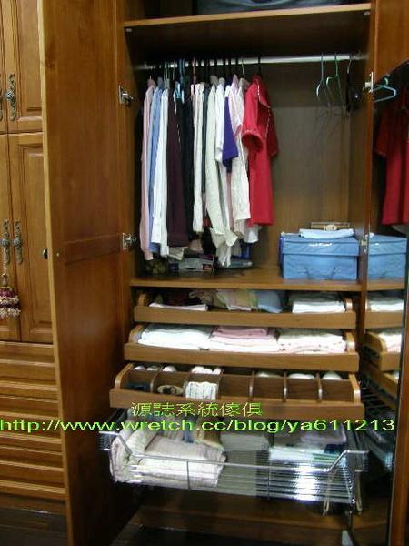 3實木門衣櫃-內部配置-2