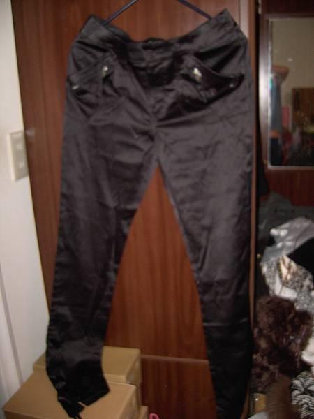 黑  緞面  長褲     全新