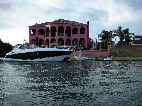 粉紅色的豪宅+遊艇