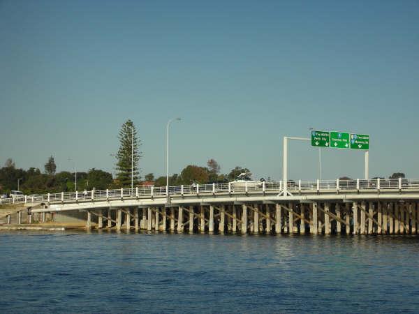 高架橋旁就能釣魚