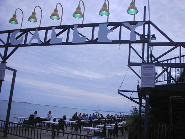 碼頭食肆入口處