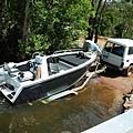 賦歸 釣魚嚮導正在拖船