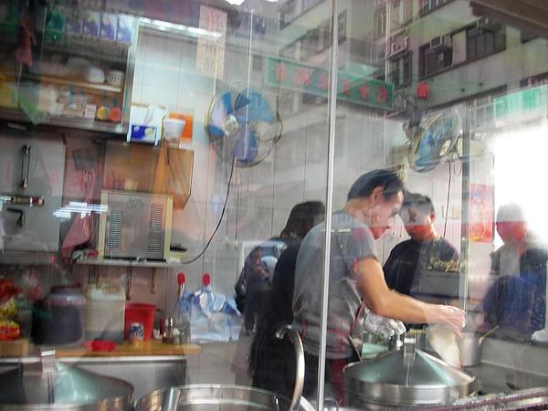 四眼仔腸粉魚蛋開放式廚房