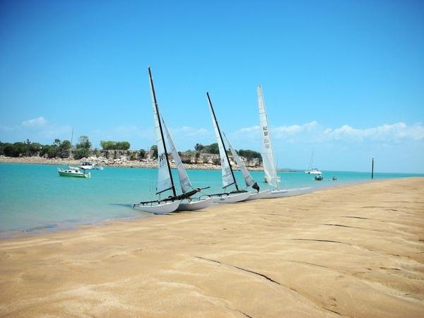 帆船排排坐