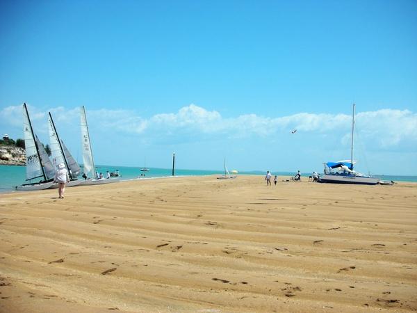 藍天白雲陽光沙灘