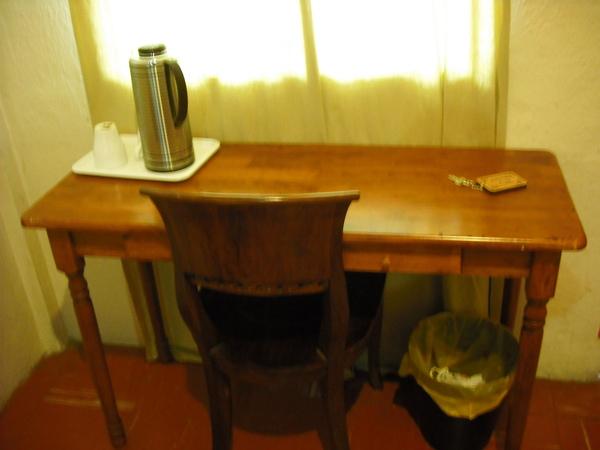 入口右手邊的桌椅