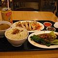 午餐是機場的海南雞飯