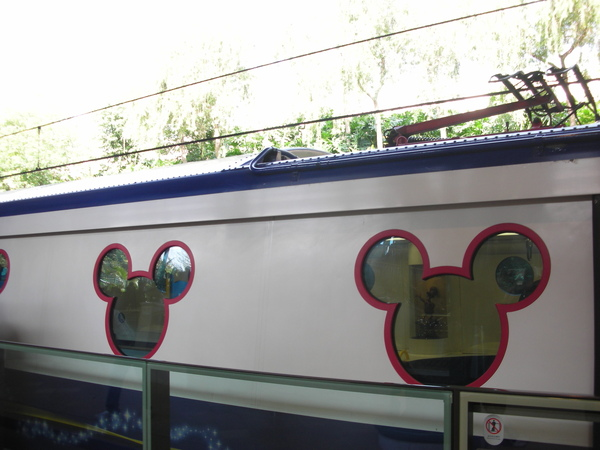 迪士尼地鐵外觀