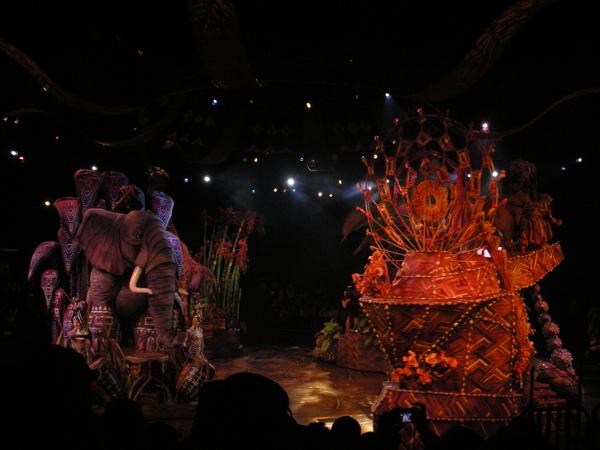 旋轉的舞台布景