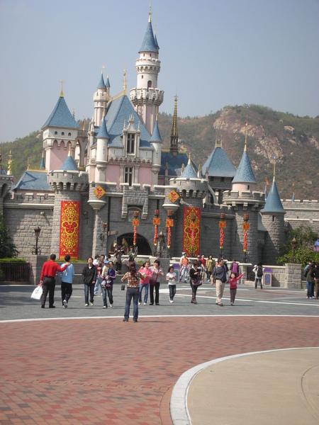 夢幻的城堡 但是用春聯裝飾有點怪怪的