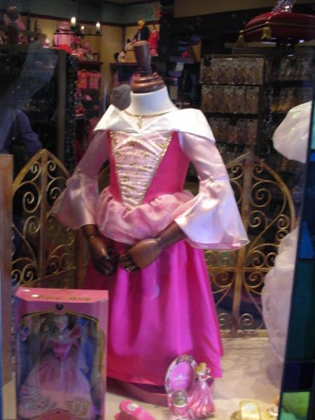 連公主裝都有賣