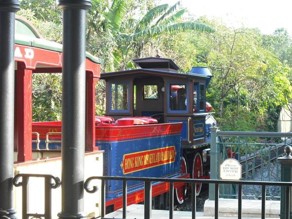像不像湯姆士小火車