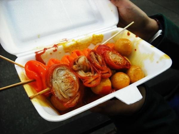 旺角街頭的魚蛋等小吃