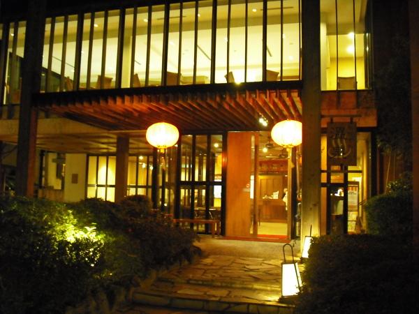 亞太溫泉會館櫃台外