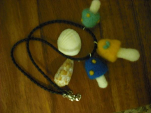 三朵蘑菇皮繩項鍊