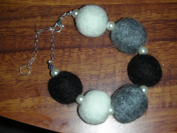 黑白羊毛球手鍊
