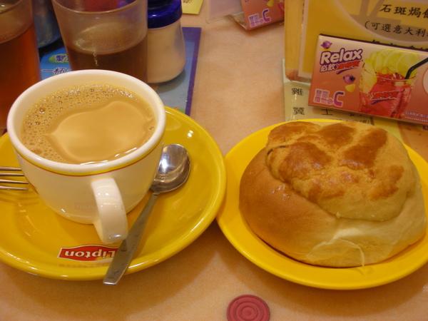 馳名咖啡跟波羅包