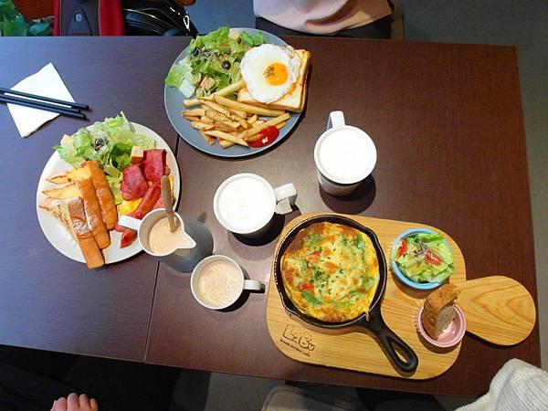 左至右分別是法式吐司、夸克小姐、特製義大利蛋餅.JPG
