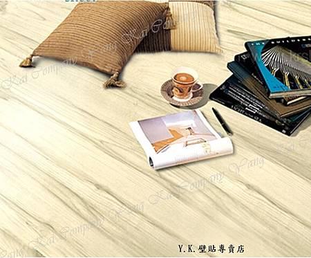 淺棕色木紋地板貼-2.jpg