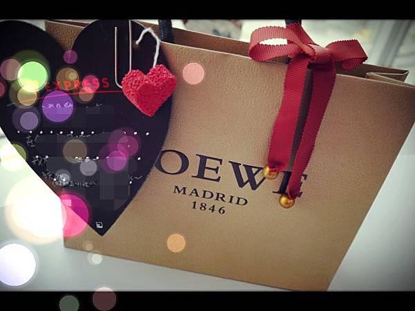 ▉購物▉ LOEWE●低調的奢華●桃紅色Napa小羊皮皮革●名片夾●生日禮物