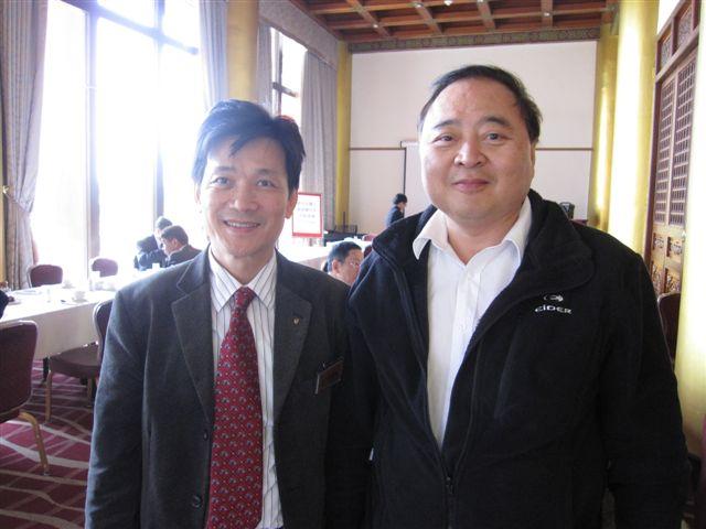 李世河和地震所主任(2011.4.8)IMG_2231.JPG