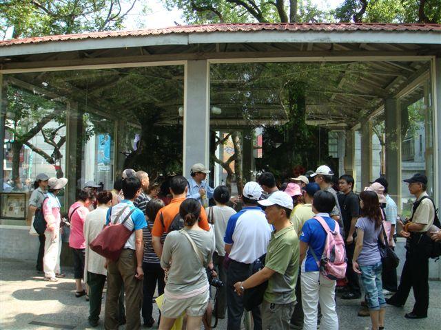 葉倫會介紹騰雲號蒸氣火車頭(2011.7.3)DSC01563.JPG