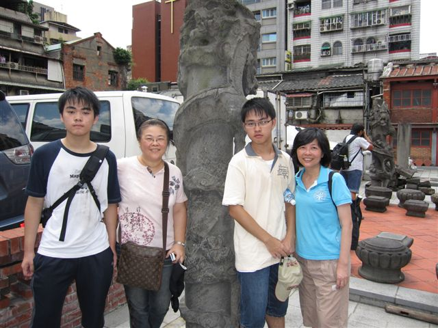 萬華史蹟巡禮第三次合影(2011.7.16)IMG_3148.JPG