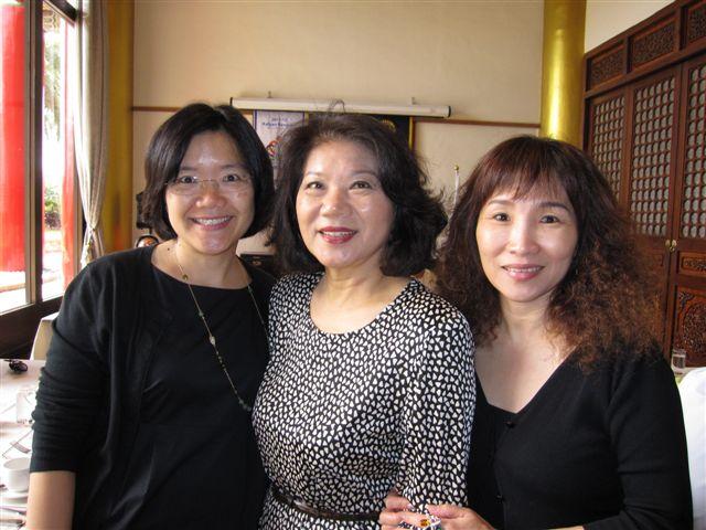 黃曉君,徐小姐和江夫人(2011.9.13)IMG_3452.JPG