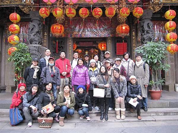 萬華史蹟巡禮第9次合照(2012.2.18)IMG_4679.JPG