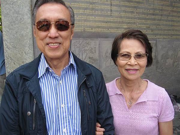 黃濟焜和葉菊妹夫婦(2012.4.4)IMG_5075