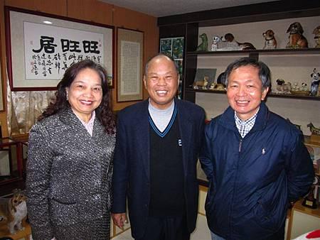 姜義祥和詹春英夫婦和詹益東校長(2012.4.12)IMG_8423