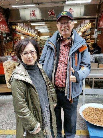 1葉倫會和莫桂娥在迪化街2021.1.27067.jpg